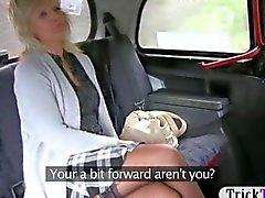 Таксистка пьяный блондинки зрелая пумы на заднем сиденье