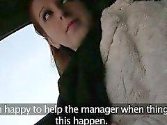 Ziemlich Amateur Nutte auf dem Rücksitz einer Taxi durchgefickt