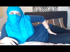 Hijab Wearing Girl смотреть сквозь поножи