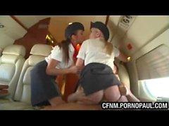 Guy fickt Luft Stewardess auf dem Flugzeug