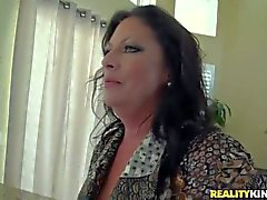 Dark haired and hot MILF gets a foot massage
