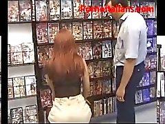 Pompino della matura rossa italiana al sexig butik - Avsugning milf italiensk sexig butik
