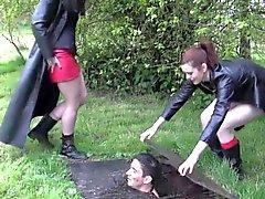 De perras de BDSM gótico obtienen cargadores lamieron los limpia