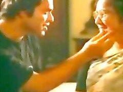 Индийского тетушка Мужчина поцелуи - hotmoza