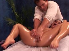 BestGonzo Erotic Oil Massage führen zu roughsex