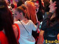 Adolescentes vestidos de fiesta