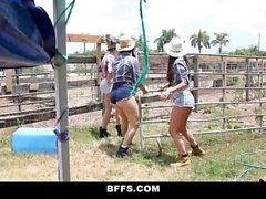 Farm Tyttöjä XXX