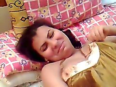 egípcio esposa gordinha bonito na camisola sexy