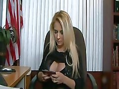 Blonde Busty knulla i Office