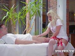 Sienna Day é uma Enfermeira Loira Peituda Viciada em Anal