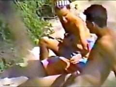 nuori pari seksiä rannalla osa 1
