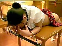 Caned Japans meisje
