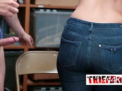 Väktare straffa stygg tonåring