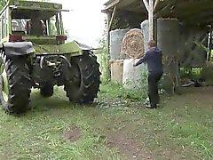 Mutter und Vater ficken in den Ferien auf dem Bauernhof