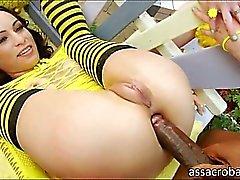 Slutty hunajia Amber Rayne sekä Likaiset Garden tyttö anal jyskyttivät