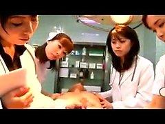Himokas Japanin lääkärit laittaa kätensä työskennellä t