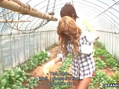 Asya çiftliği bebek becerdin ve bahçede kremalı