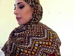 Arabialainen nainen saa hänelle karvaiset pussy perseestä