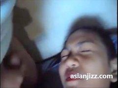 Että hän asettaa kondomin edessä cock Ratsastus Indonesian