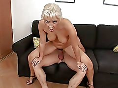 Sex damals an behaarte Pussy abspritzen