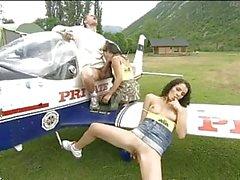 Uçak ile pilotlara etli gaf çabalayan iki azgın esmerler