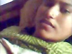PAKISTANI - Junge Frau
