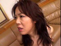Mamada asiática linda y sexo en el hotel
