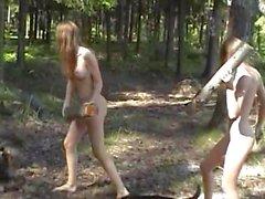 Mascha und Sascha Junge Mädchen die Natur genießen