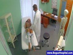 Seksi hastada dik doktor tarafından arasından yenen