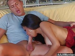 Big Tits Ebony Babe sabe chupar y follar