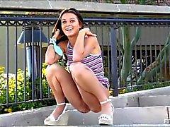 Teen Lana necesita pis