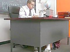 Ecolière apprend son cours