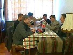 Cinco meninos a uma Mulher Madura
