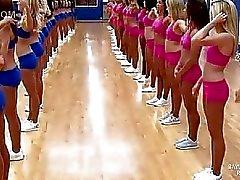 Cheerleaderit tekeekuuluisan split