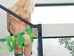 Passion-HD - Petite blonde Piper Perri fickt auf St-Patricks Day
