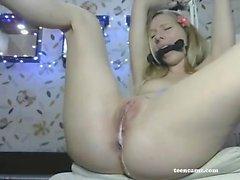 Leah Luv blonde Babe lecken Nippel von geilen Küken