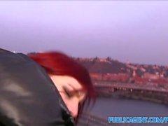 PublicAgent Hot Osterhase Mädchen gefickt Außenseite