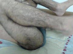 Горячий красавчик мастурбирует