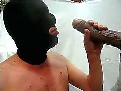 Посасывая большой пенис