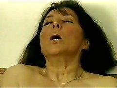 Unbefriedigende Kitzel Schwanz mit einem Flansch versandbereit wird ihre bärtigen Venusmuschel Dildo