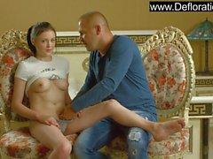 Galina får sin körsbär poppad