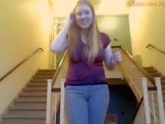 Mädchen masturbieren in dem College-Treppenhaus und in einem Besprechungsraum