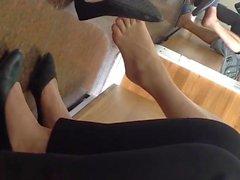 Frankt Vietnamesiskt Shoeplay Dangling Fötter