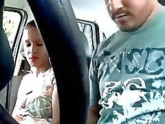 Latina Auton Slut Has Sex With Asiakkaiden