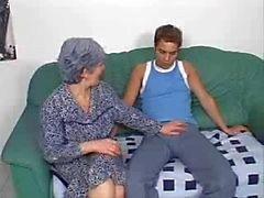Bu Büyükanne Onun Ass genç bir horoz istiyor