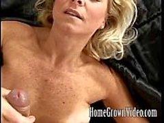 Kåt milf kärlekar sin mans cock