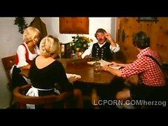 Granja anciano agrada a Blondie menores por su mesa de comedor