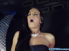 chicas CFNM cockriding en el bus limusina del partido
