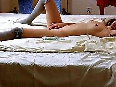 Подростка показано волосатые пизду со девственной плеве в близком расстоянии