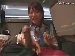 İzlenen Stewardes nasılAirplane On Handjob Blowjob verilmesi Yolcu silkeleme